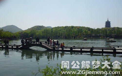 梦见桥断了并淌水过河.jpg