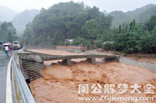 河水暴涨浑浊