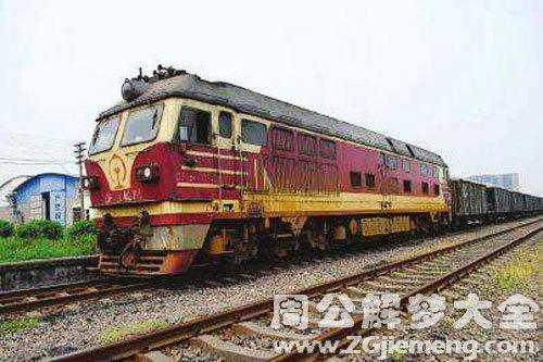 火车在铁轨上行驶