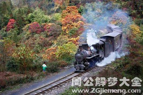 火车飞速从身边过
