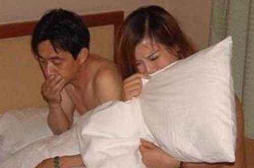 做怪梦赶回家 妻子和别的男人赤裸躺在一起