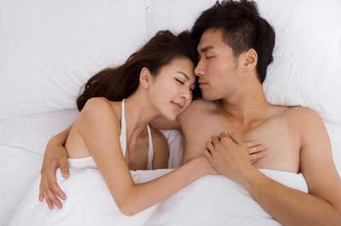 笨是有原因的:男女一起睡-男人会变笨